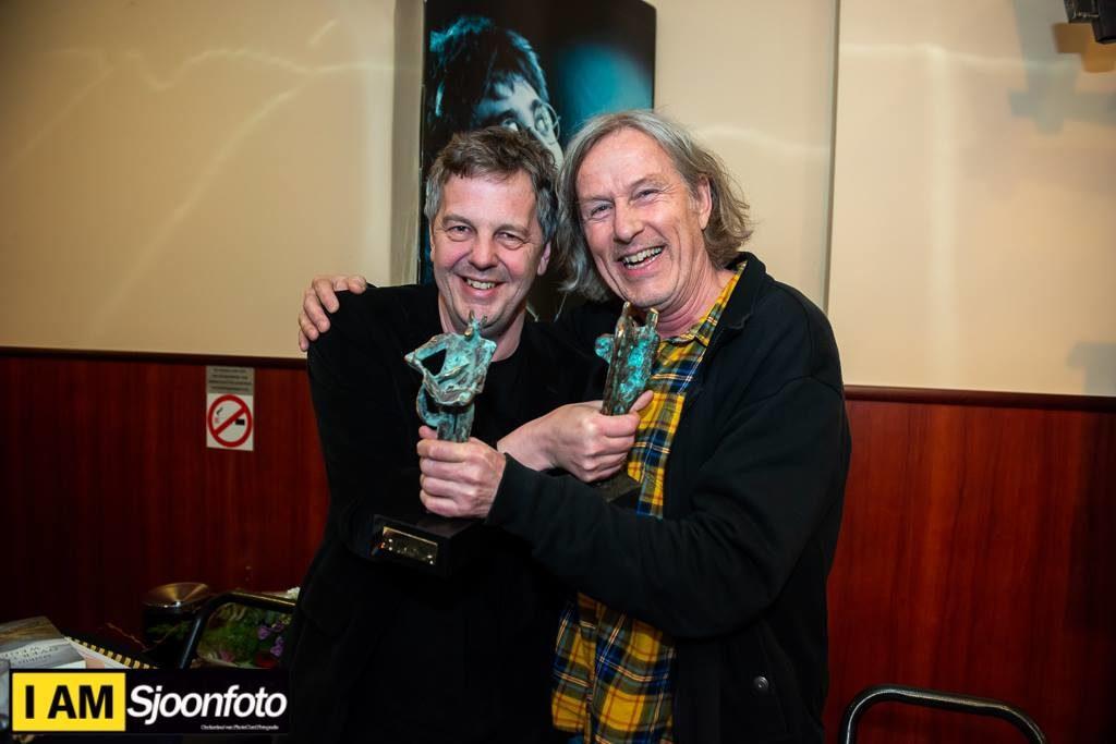 Mathijs Deern (Halewijnprijs) samen met Peter Lenssen (Reinaerttrofee)