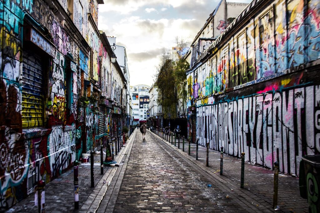 Straat in Parijs. Voorkant Pleisterplaats Belleville.