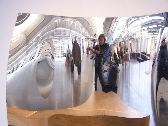 Museum Aken, bij een van de installaties.